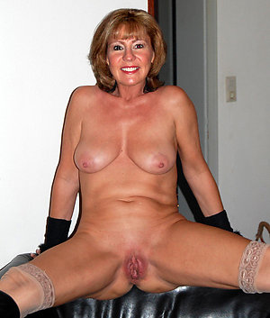 Tight shaved mature cunt porn pictures