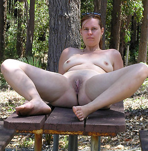 Free pics of mature shaved pussy porn