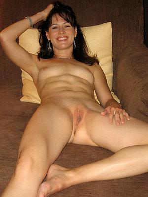 Uber-sexy older shaved vagina pics
