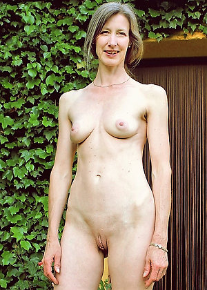 Busty horny skinny milf pictures