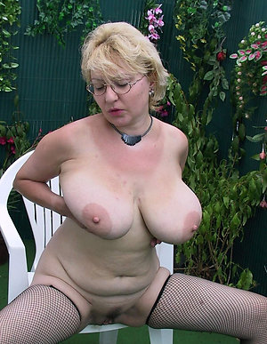 Amateur pics of sexy women with big tits