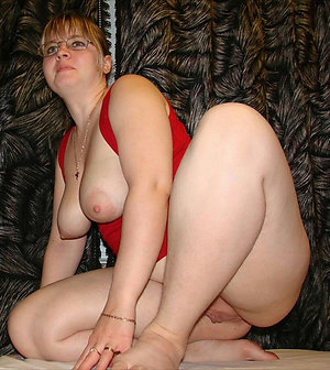 Free porn pics of women showing tits