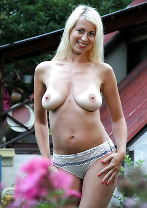 Handsome mom shows tits pictures