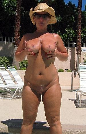 Nice amateur mature tits posing nude