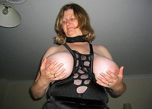 Naughty big natural mature tits pics