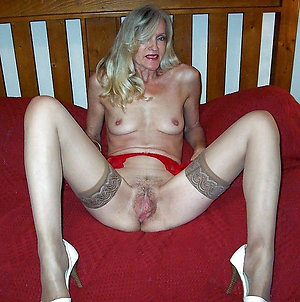 Pretty mature women in stockings pics