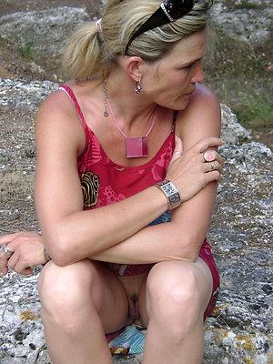 Free pics of mature women upskirt