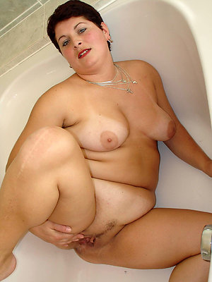 Inexperienced naked mature wife