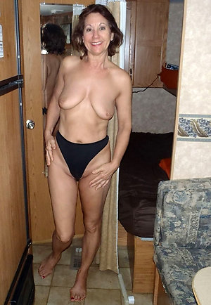 Gorgeous horny mature wife love porn