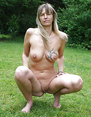 Free pics of sexy tattooed mature