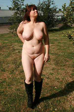 Free nude mature women outdoors
