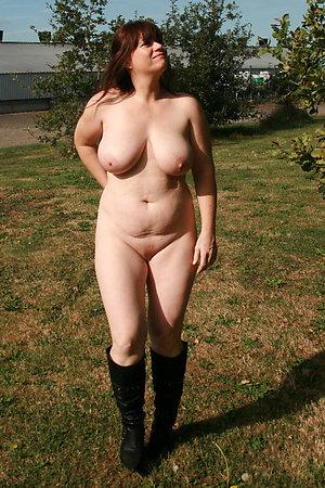 Free nude mature women outdoors