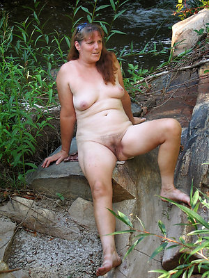 Gorgeous sexy women outdoors sex pics