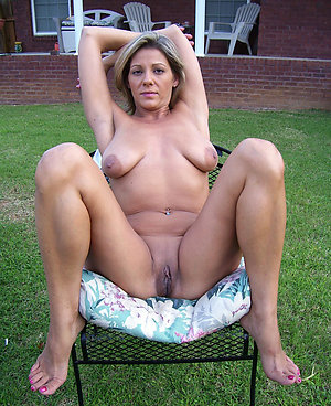 Free hot outdoor women amateur pics