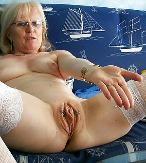 Attractive mature milf solo unprofessional pictures
