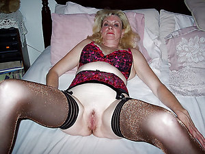 Free mature woman solo pictures