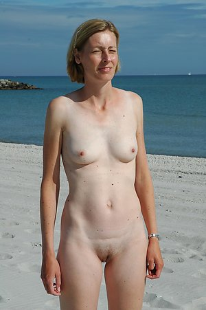 Hot women on nude beach
