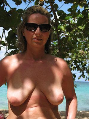 Hot free mature women on beach pics