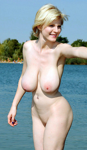 Free nude ladies on the beach pics