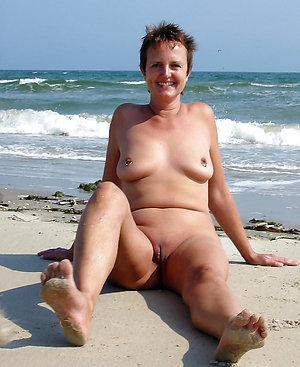 Free naked beach mature girls pics