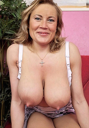 Hot mature big tit pictures