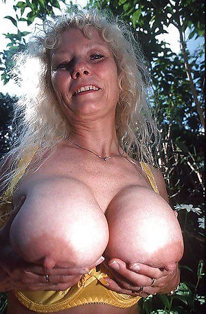 Nasty mature big tit mom