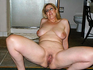 Sweet naked mature housewife pics