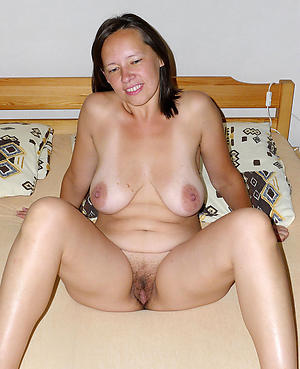 Unconforming nude mature housewife pics