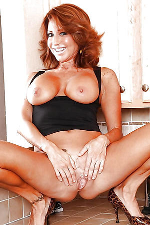 Unpaid nude mature housewife pictures
