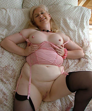 Gorgeous nude mature housewife