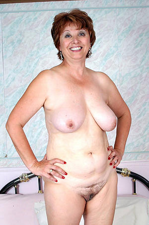 Amateur mature gentlefolk masturbating
