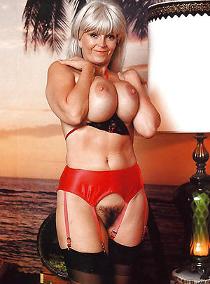 Undemonstrative mature lady nude photos