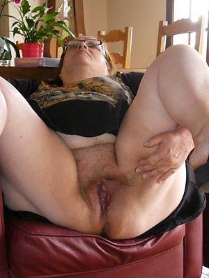 Horny mature amateur defoliate women