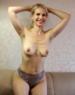 Xxx mature blonde dusting