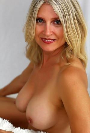Amateur pics of mature babes porn