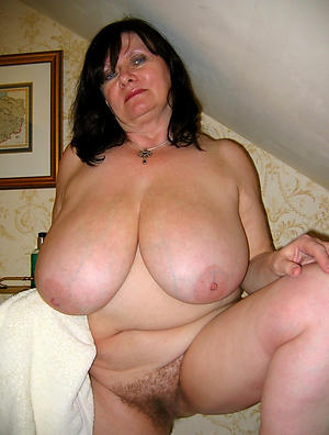 Sweet off colour nude moms