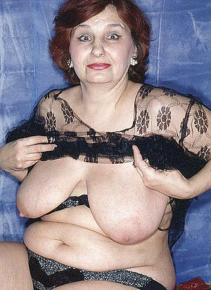 Pretty women showing tits