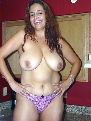 Pretty beautiful mature naked women