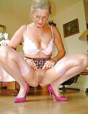 Piping hot single mature ladies