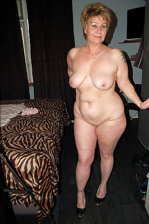 Sexy single mature women
