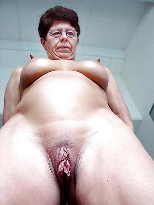 Nice mature pussy close ups