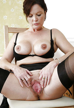Juisy mature close at hand pussy
