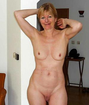 Pretty bared mature white woman