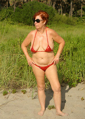 Attracting sexy women in bikinis