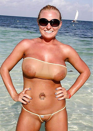 Hot women in bikinis