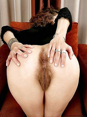 Amateur porn pics of unshaved mature pussy