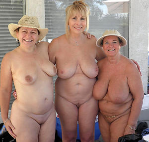 Pretty amateur mature nude pics