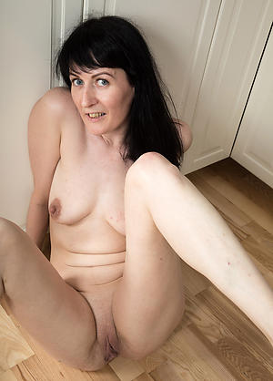 Mature milf cougar nude photos