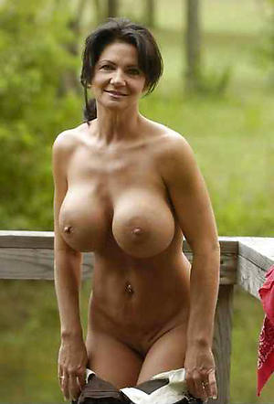 Nude mature busty babes photos