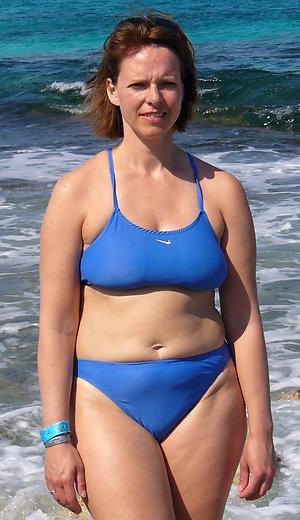 Curvy mature bikini model